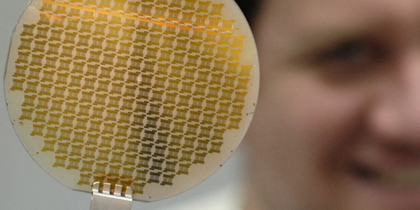 Graphene wafer on metal form